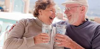 ancianos agua